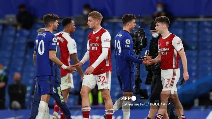 Para pemain bereaksi saat peluit akhir pertandingan sepak bola Liga Premier Inggris antara Chelsea dan Arsenal di Stamford Bridge di London pada 12 Mei 2021.
