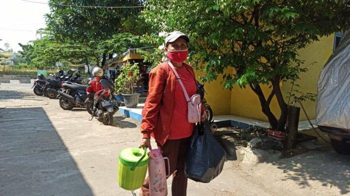 Lisbet Sosok Kartini Masa Kini, Keliling Jajakan Kopi Menerjang Terik Demi Kuliahkan Buah Hati