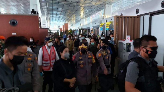 Kapolri Jenderal Listyo Sigit bersama Ketua DPR RI Puan Maharani, Menteri Kesehatan Budi Gunadi, Menteri Perhubungan Budi Karya Sumadi, Panglima TNI Marsekal Hadi Tjahjanto, dan Ketua Satgas Penanganan Covid-19 Doni Munardo mengunjungi Terminal 3 Bandara Soekarno-Hatta, Rabu (12/5/2021).