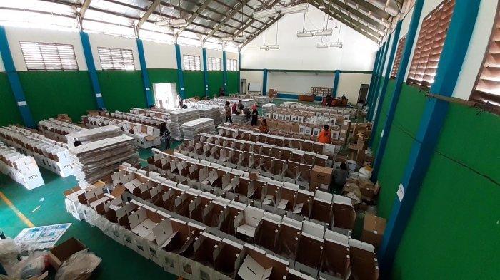 Update Pilkada Tangerang Selatan, Ribuan Logistik Mulai Dikirim ke Tingkat Kecamatan