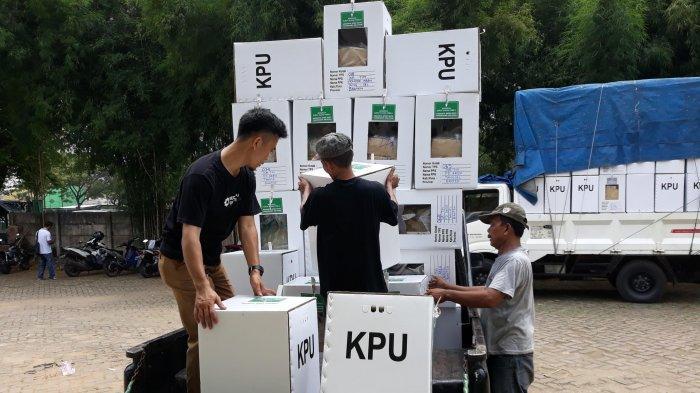 Logistik Pemilu di Pondok Aren Mulai Didistribusi ke Kelurahan