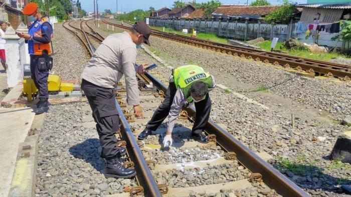 Wajah Tak Dikenali, Wanita Ini Tertabrak Kereta Api di Dekat Stasiun Pasar Senen Jakarta Pusat