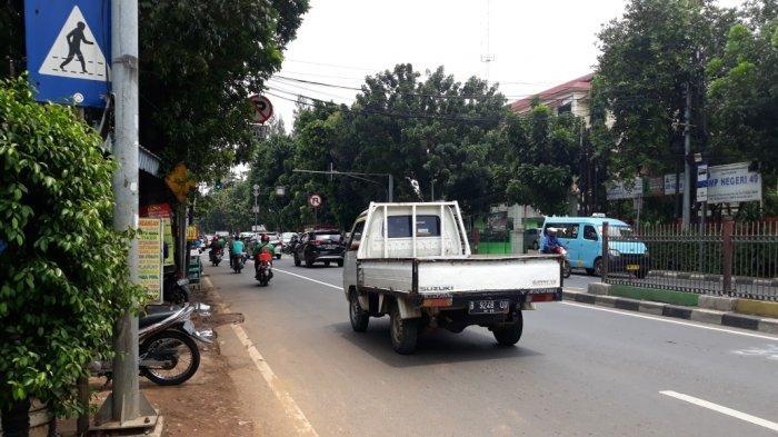 Jalan Raya Bogor, wilayah Kecamatan Kramat Jati lokasi Leonar Mariyanan tewas akibat jadi korban tabrak lari di Jakarta Timur, Kamis (26/11/2020).