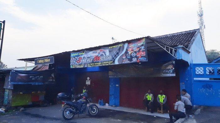Lokasi penangkapan dan penggeledahan bengkel mobil tempat terduga teroris, di Jalan Serang Cibarusah, Kecamatan Serang Baru, Kabupaten Bekasi.
