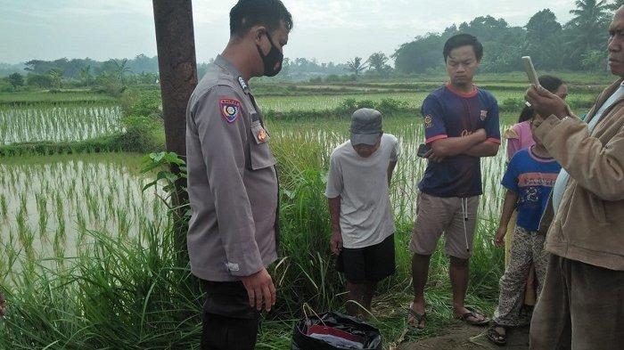 Lokasi penemuan jasad bayi yang ditemukan di dalam tempat pembuangan sampah di kawasan Kampung Manggu, Desa Cisoka, Kecamatan Cisoka, Kabupaten Tangerang, Selasa (15/6/2021).