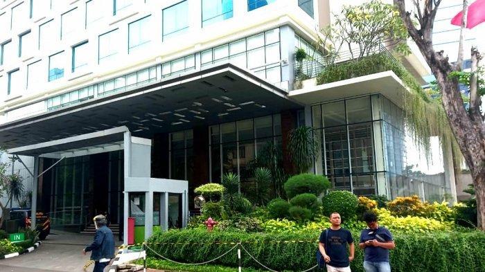 Seorang Perempuan Diduga Tewas Terjatuh dari Kanopi Hotel Kawasan Dukuh Atas Jakarta Pusat