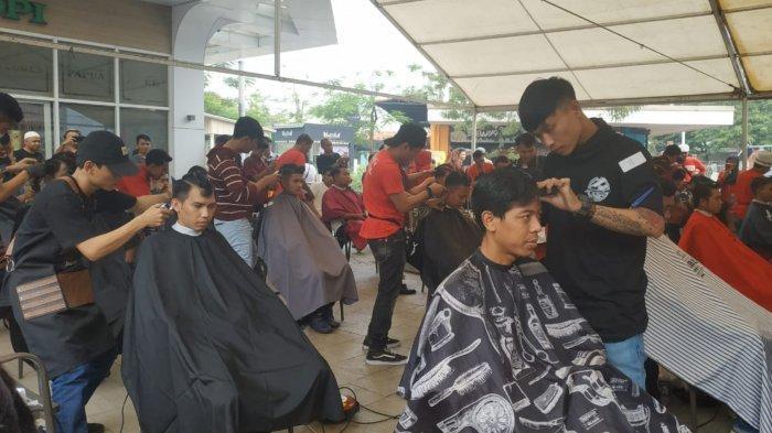 Lomba Cukur Rambut Turut Semarakkan Peringatan HUT ke-74 RI di Tangerang