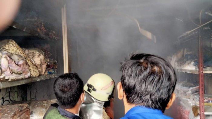 Gara-garaSetrika Uap Bocor Ruko Laundry di Cakung Hangus Terbakar, Satu Karyawan Terluka