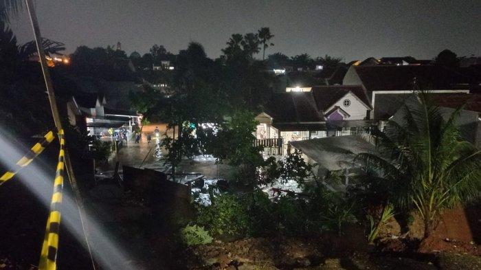 Tebing Setinggi 30 Meter Longsor Timpa 3 Rumah di Ciputat, 2 Orang Luka-luka