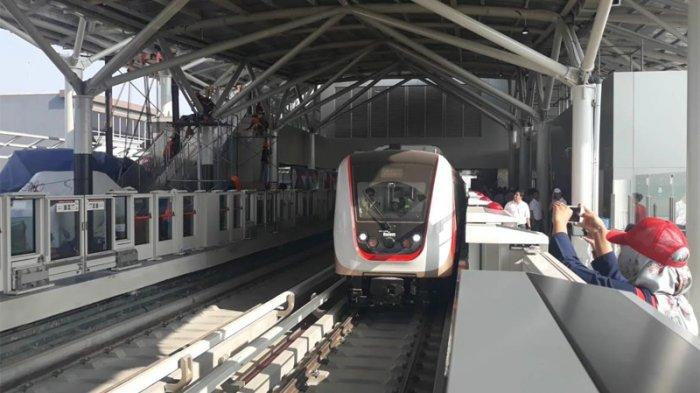 Azas Tigor Sebut Penghentian Sementara Proyek LRT dan Kereta Cepat Adalah Pilihan Keliru