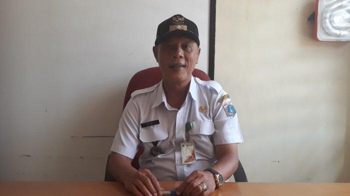 Lurah Ciracas Rikia Marwan di kantor Kelurahan Ciracas, Jakarta Timur, Rabu (20/3/2019).