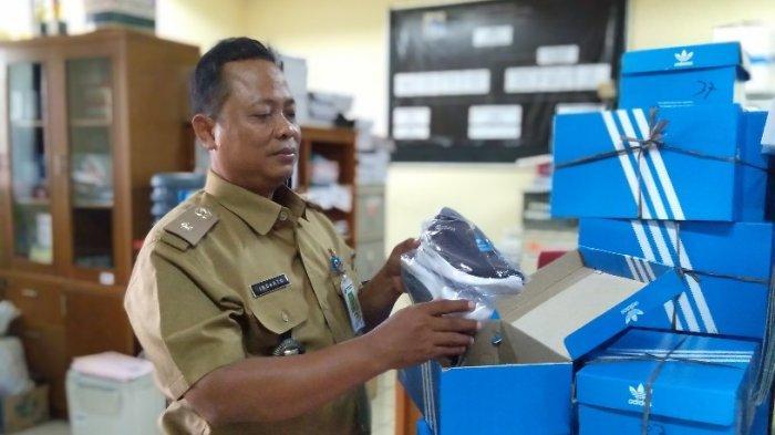 Kelurahan Kebon Sirih Siapkan Sekitar 80 Pasang Sepatu Adidas untuk Jumantik