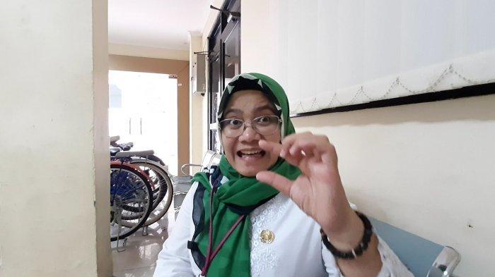 Lurah kelurahan Kartini, Ati Mediana, saat diwawancarai TribunJakarta.com, di kantornya, Jumat (31/1/2020).