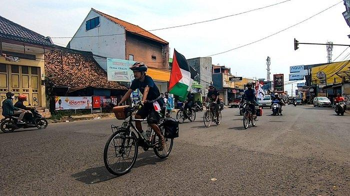 Kisah Pemuda Asal Ciracas Bersepeda 1.100 KM Sambil Kibarkan Bendera Palestina, Demi Aksi Mulia