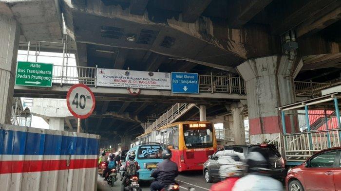 Ada Penyempitan, Jalan DI Panjaitan Jakarta Timur Sering Macet Panjang