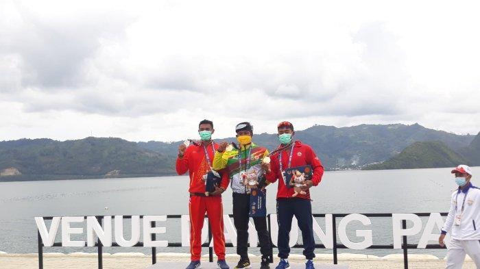 Atlet dayung asal Riau, Maizir Riyondra menyumbangkan medali emas cabor dayung nomor canoeing di PON Papua yang berlangsung di Teluk Youtefa, Kota Jayapura.