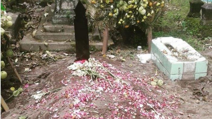Batu Nisan Makam Bani Seventeen Dikabarkan Hilang