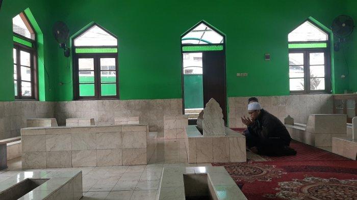 Suasana di makam keramat Habib Muchsin bin Muhammad Alatas yang ada di kawasan Condet, Kramat Jati, Jakarta Timur