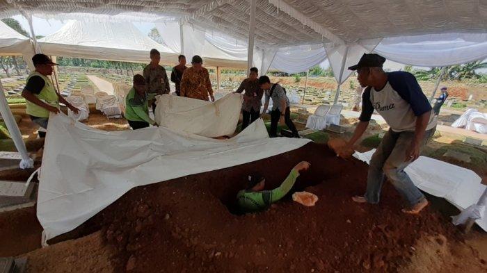 Makam Ibunda SBY di TPU Tanah Kusir Rampung Digali, Begini Kondisinya