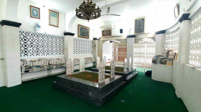 Menengok Makam Keluarga Habib Ali Al Habsyi dan Wasiatnya di Masjid Jamiah Al-Riyadh