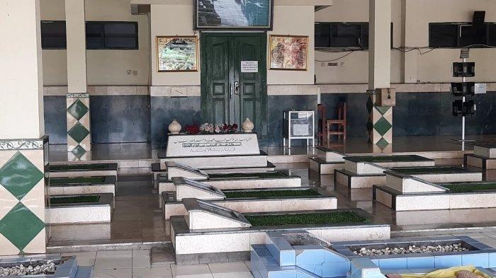 Berziarah ke Makam Pahlawan Asal Bekasi KH Noer Ali, Wisata Religi Sarat Nilai Sejarah Perjuangan - makam-kh-noer-ali-di-bekasi-2.jpg