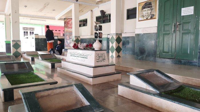 Berziarah ke Makam Pahlawan Asal Bekasi KH Noer Ali, Wisata Religi Sarat Nilai Sejarah Perjuangan - makam-kh-noer-ali-di-bekasi.jpg