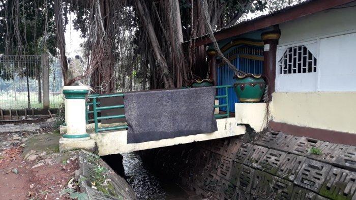 Makam Mbah Datuk Banjir Pangeran Syarif Hidayatullah di Cipayung, alim ulama pencetus nama Lubang Buaya, Jakarta Timur, Sabtu (17/4/2021).