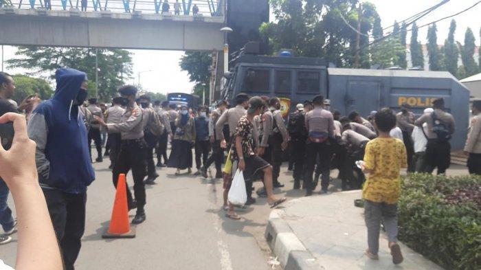 Sidang Putusan Sela Rizieq Shihab, Polisi Lakukan Penyekatan di Perbatasan Tangerang