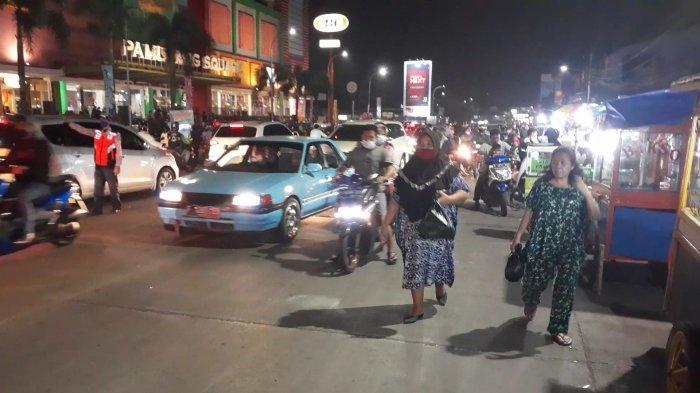 Keramaian Malam Takbiran di Pamulang: Pasar Tumpah Hingga Kerumunan Pemburu Baju Lebaran