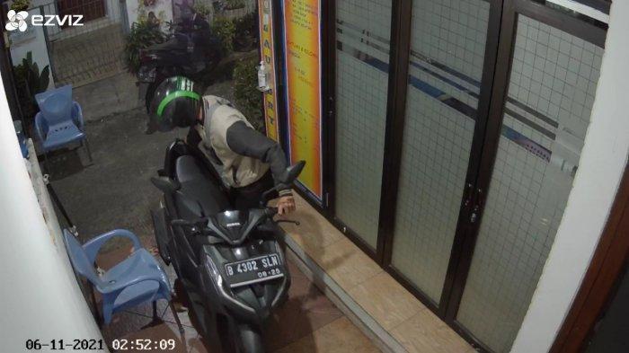 Rumah Warga di Samping Kantor Wali Kota Jaksel Didatangi Maling, Motor Vario Raib Dibawa Pelaku