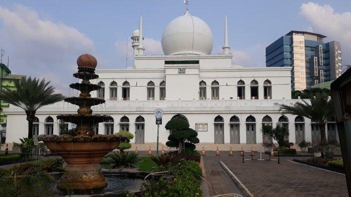 Masjid Al-Azhar Kebayoran Baru Bagikan Takjil Selama Ramadan Secara Drive Thru