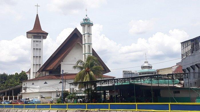 Masjid Al Istikharah dan Gereja HKBP Kernolong Dibangun Saling Berdekatan, Potret Menjaga Toleransi