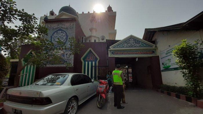 Bertahan di Sekitaran Mabes TNI Cilangkap, Mahasiswi UIN Bandung dan Mercu Buana Tidur di Masjid