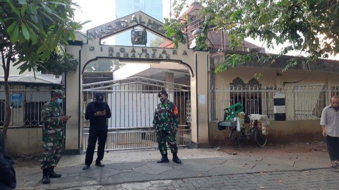 Masjid Al Hidayah Dirgantara Kemayoran Jakarta Pusat tutup dan tidak menggelar salat Idul Adha, Selasa (20/7/2021).