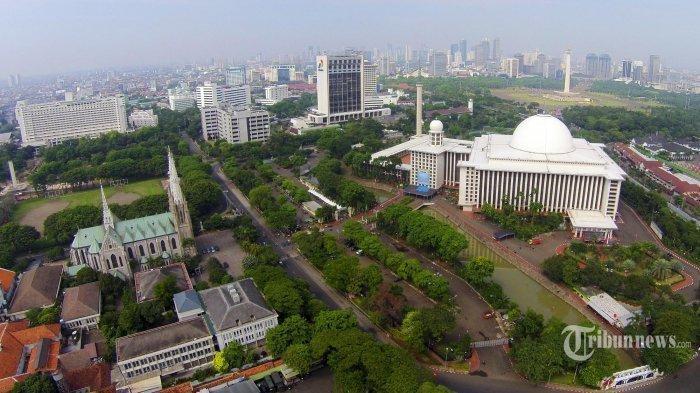 Gereja Katedral Siapkan Parkir Kendaraan untuk Umat Muslim yang Salat Idul Adha di Masjid Istiqlal