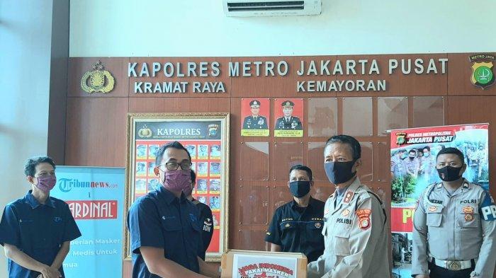 Tribunnews.comdanCardinal Donasikan 1.500 Masker ke Polres Metro Jakarta Pusat, Ini Kata Kapolres