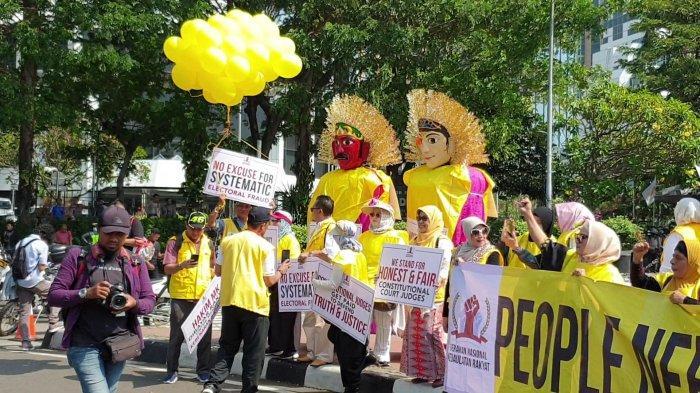 Jadi Simbol Keamanan dan Ketertiban, Ondel-Ondel Ikut Aksi Massa Kawal Sidang Sengketa Pilpres di MK