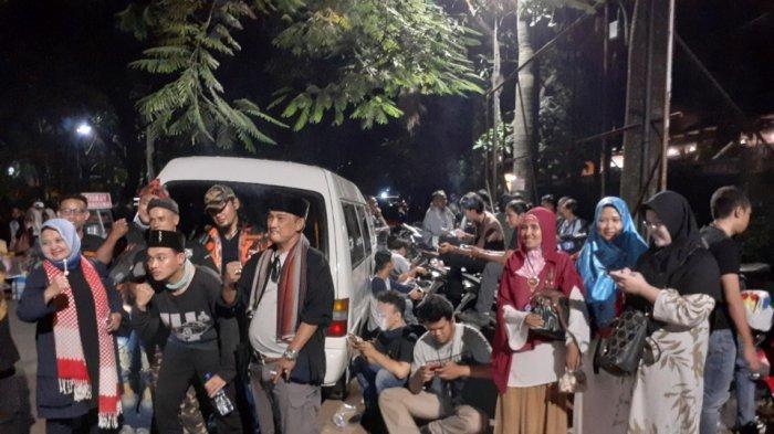 Jelang Putusan MK, Massa Mulai Berkumpul di Kediaman Prabowo Jalan Kertanegara