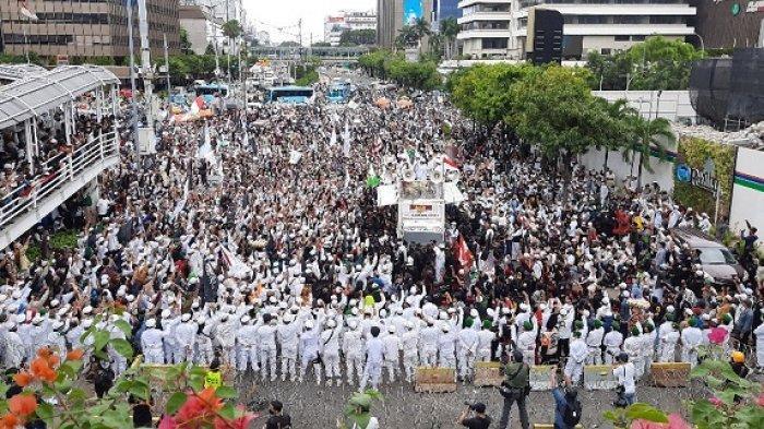 Massa Aksi Kepung Jalan MH Thamrin, Gelar Aksi Bela Nabi Kecam Pernyataan Presiden Perancis