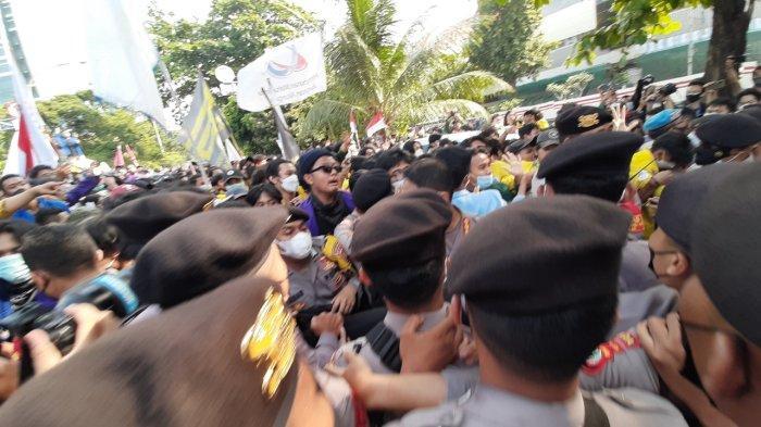 Massa Aksi dan Polisi Kembali Terlibat Saling Dorong di Gedung KPK, Kapolres Turun Tangan