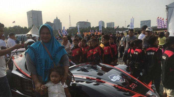 Jakarta E-Prix 2020, Masyarakat Antusias Berfoto di Mobil Listrik yang Dinaiki Anies Baswedan