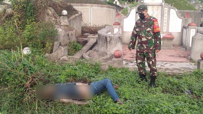 Mayat laki-laki tergeletak di semak-semak area kuburan China, Jalan Pendidikan, Kecamatan Delitua, Deliserdang, Jumat (9/4/2021).