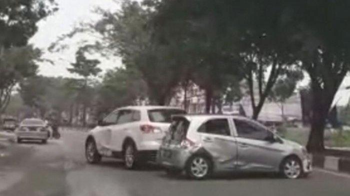 VIRAL Mobil Mazda Sengaja Tabrak Hondra Brio di Pekanbaru, Polisi Buru Pengemudi