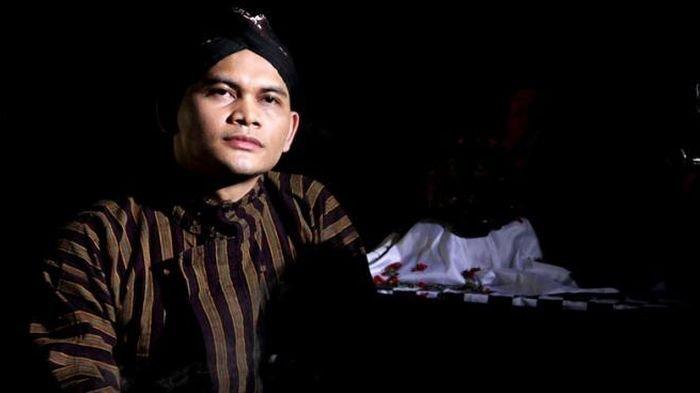 Pampang Foto Penyebar Video Panas Mirip Syahrini, Mbah Mijan: Bedanya Sekarang Ada Undang-undang