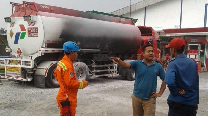 Mobil Tangki Pengangkut Bensin Terbakar di Dalam SPBU Tangerang Selatan