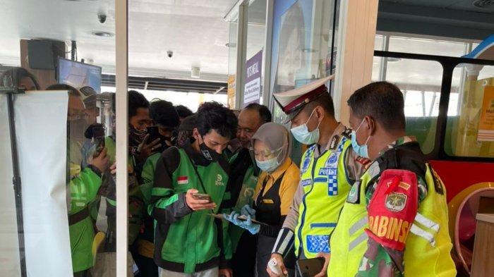 Babinsa TNI Ikut Terjun Bubarkan Kerumuman Promo BTS Meal McDonalds di Bekasi