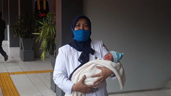 Tak Cuma Sekali, Wahati Ternyata juga Pernah Lahirkan Bayinya Sendiri di Kolong Flyover Cengkareng