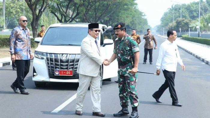 Kunjungi Mabes TNI Cilangkap, Menhan Prabowo Subianto NaikAlphard Berpelat Nomor '1-00'