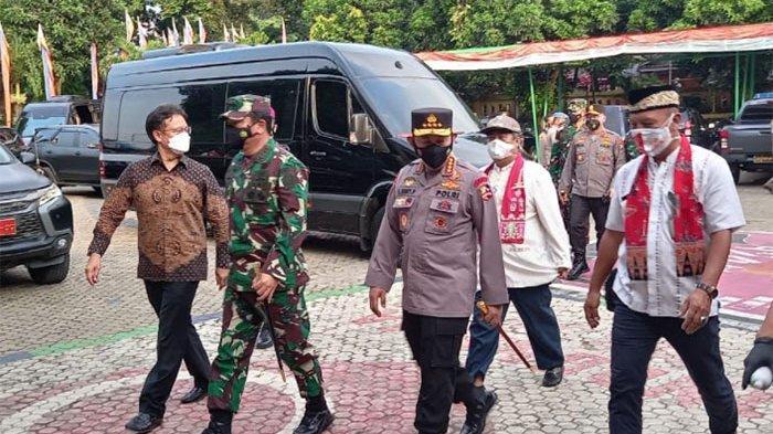 Menkes, Panglima TNI dan Kapolri Tinjau Penanganan Covid-19 di Kelurahan Ciracas