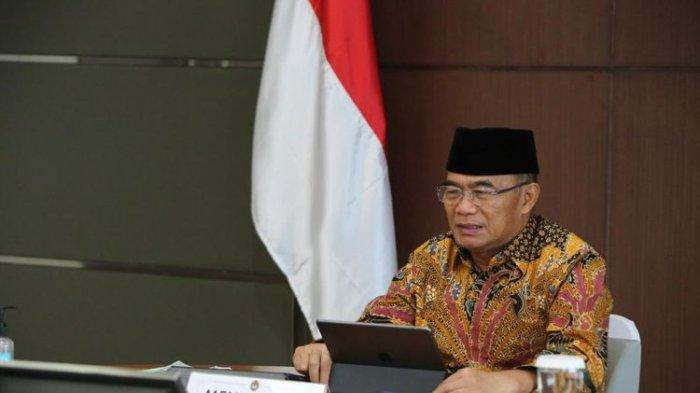 Menko PMK Muhadjir Effendy saat memimpin Rapat Tingkat Menteri Penetapan dan Penandatanganan SKB Hari Libur Nasional dan Cuti Bersama Tahun 2021 secara virtual, Kamis (10/9/2020).